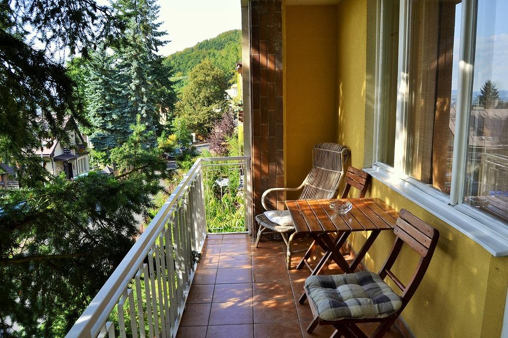 Balkon v horním apartmánu