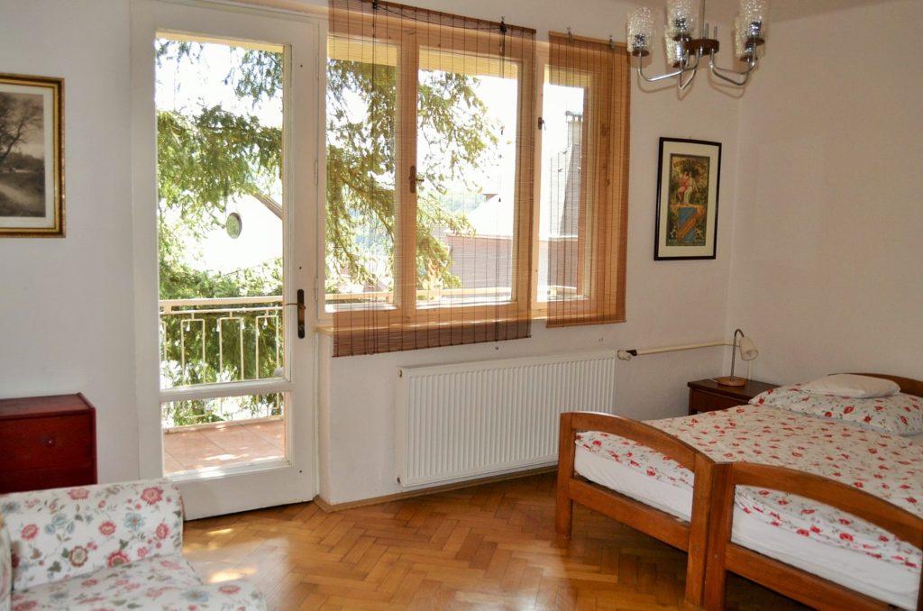Pokoj s balkónem v horním apartmánu